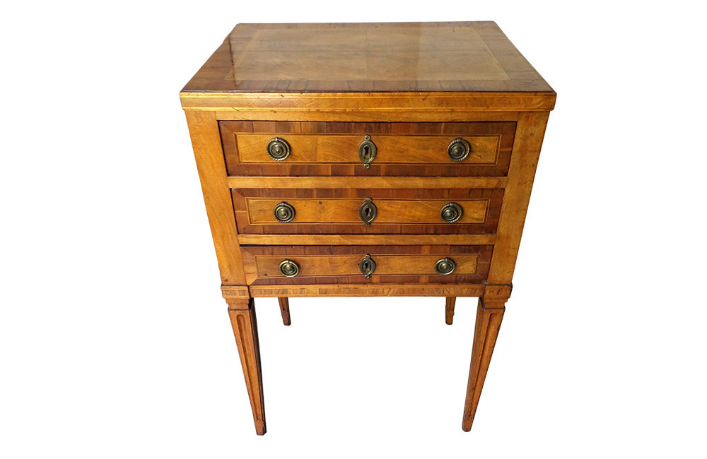 18TH CENTURY PETITE CHEST OF DRAWERS / SIDE TABLE