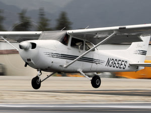 N365ES 1997 Cessna 172R, Rent for $134.00 PER HOUR ($13.40 per tenth) CLICK FOR MORE DETAILS!