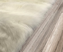 Load image into Gallery viewer, Natural Sheepskin Area Rug 4'x6'