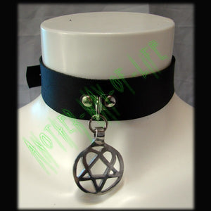 Leather Choker with medalão Heartagram Another Way of Life
