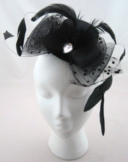 Mini hat with a tulle down feathers and a crystal stone, tightens with two hooks Another Way of Life