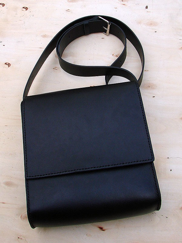 Messenger bag in black cow leatherAnother Way of Life