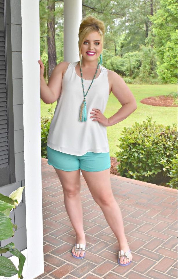 Load image into Gallery viewer, Sweet Smiles Scalloped Shorts - Mint