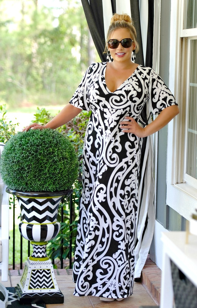 Load image into Gallery viewer, Kiss Me Goodbye Print Maxi Dress - Black