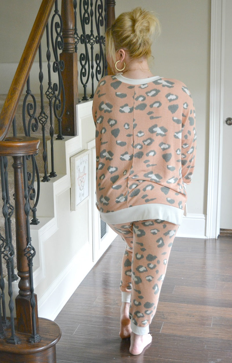 Load image into Gallery viewer, Brag About Me Print Joggers - Peach