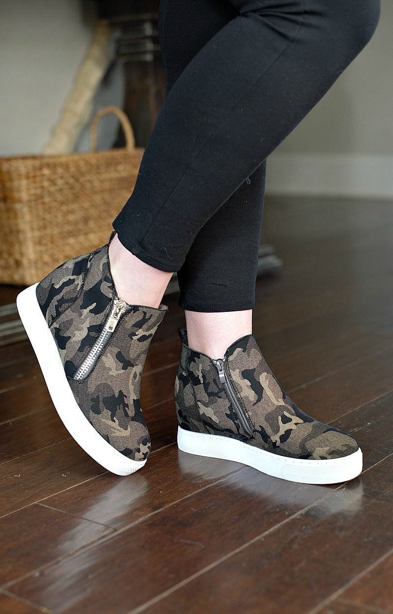 Load image into Gallery viewer, Come Find Me Wedge Sneakers - Camo
