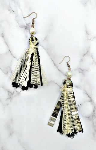 Delicate Love Earrings - Black/Cream