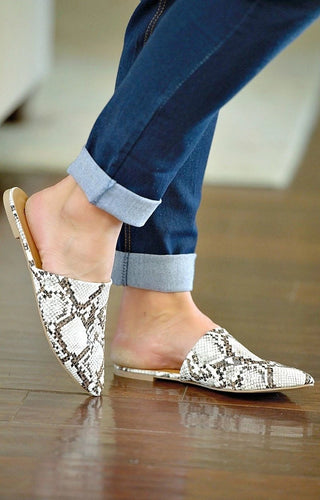 Can't Got Wrong Snake Print Mule - Ivory/Brown