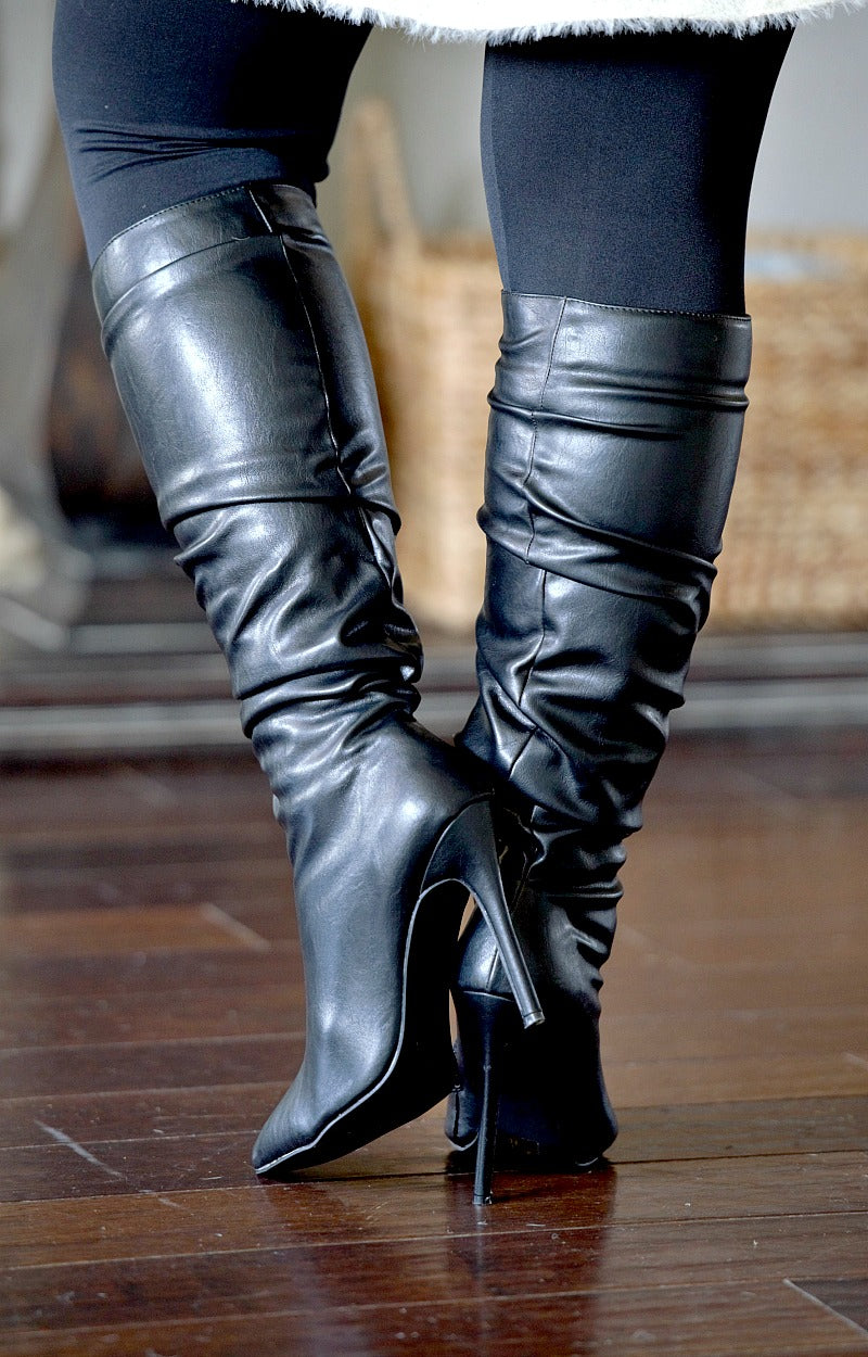 In A Heartbeat Boots - Black