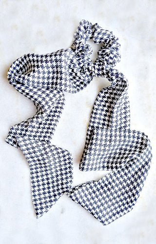 Time And Again Print Scrunchie Scarf - Black/White