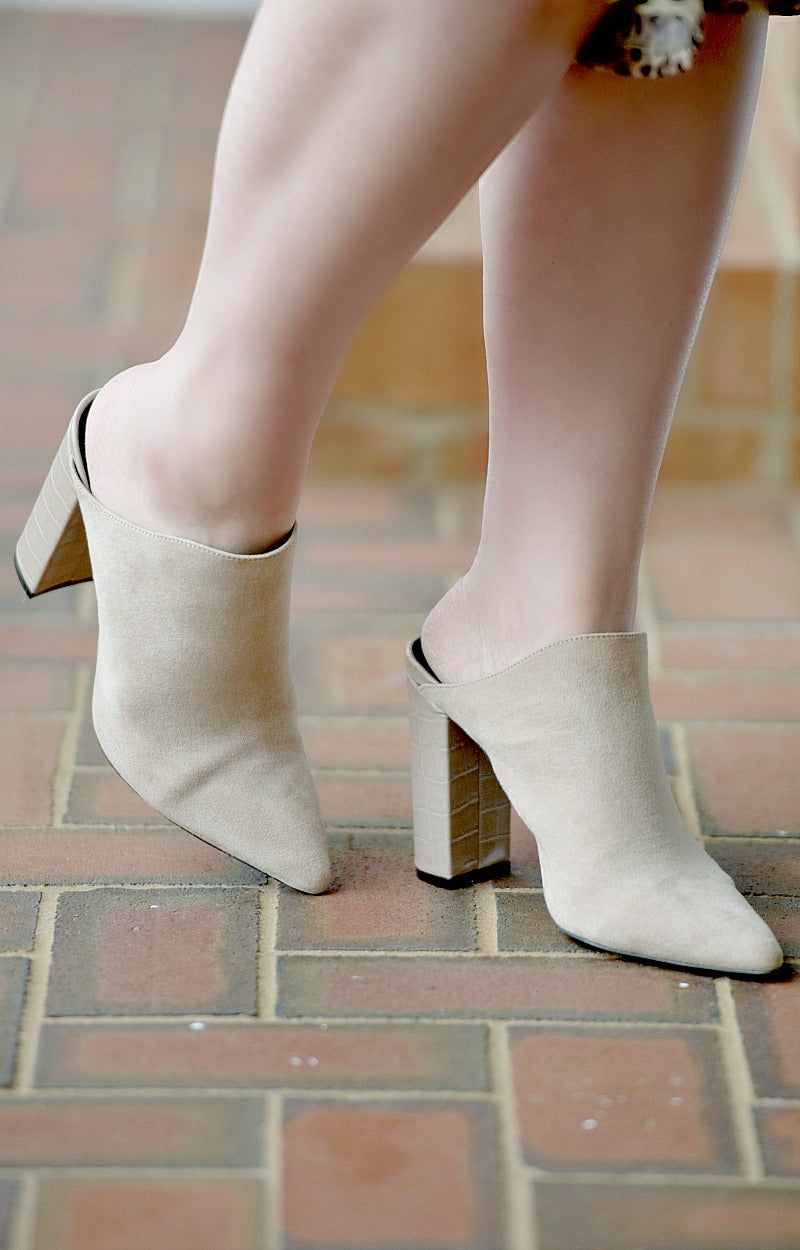Cutting Up Mules - Taupe