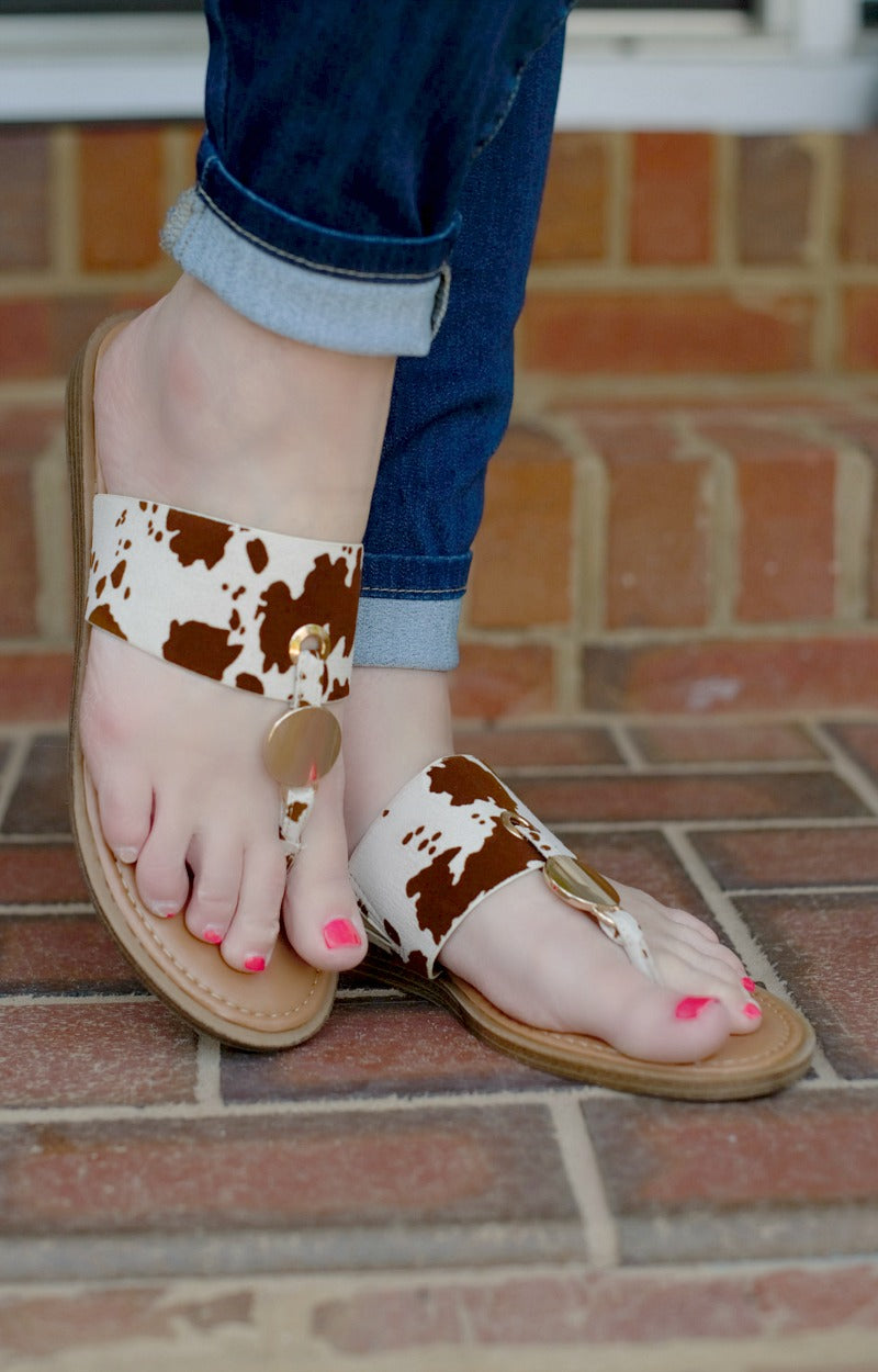 Live Wildly Print Sandals - Brown/White