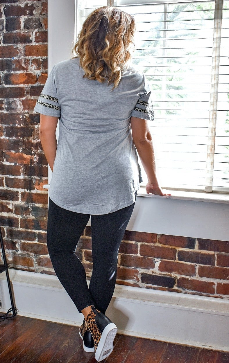 Load image into Gallery viewer, Down Set Hut Graphic Tee - Gray