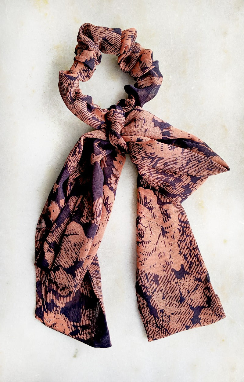Load image into Gallery viewer, Make The Deal Print Scrunchie Scarf - Navy/Rust