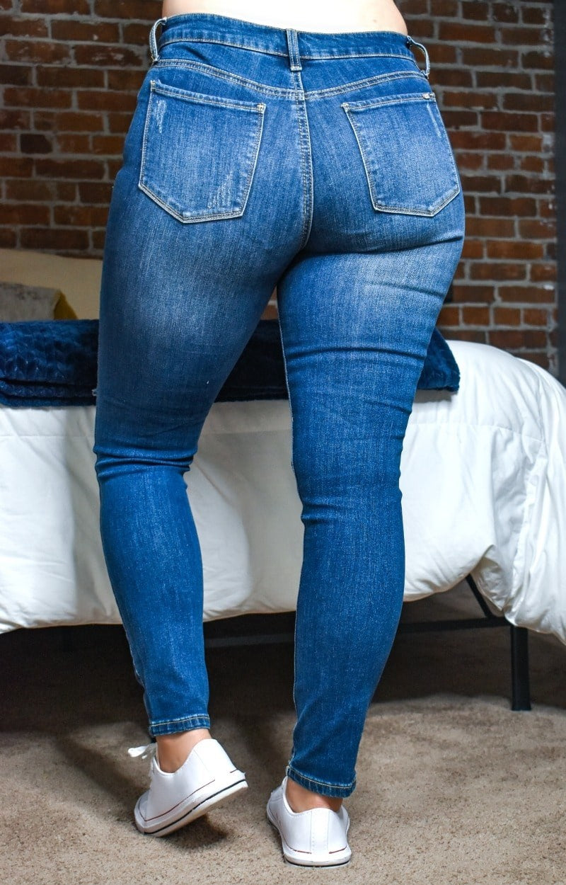 Load image into Gallery viewer, Keep On Guessing Distressed Skinny Jeans