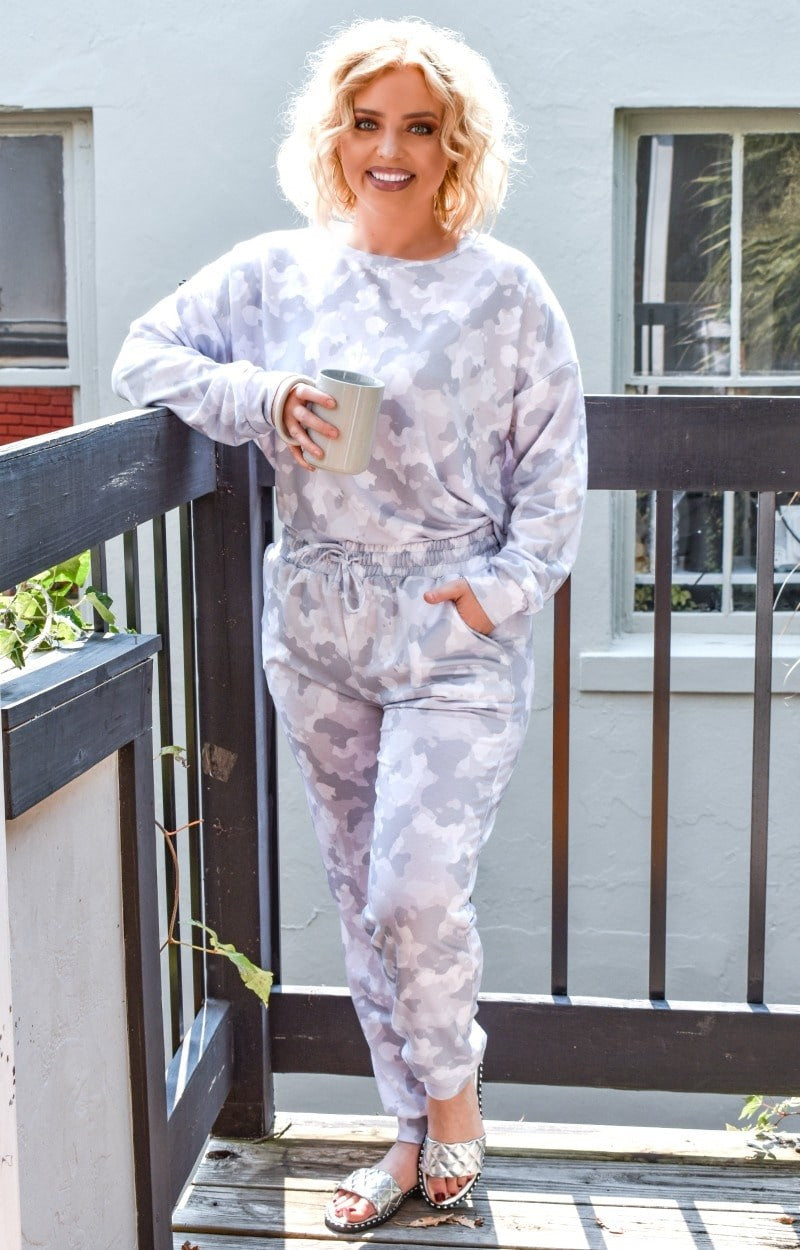 Load image into Gallery viewer, Having A Lazy Day Camo Joggers - Gray