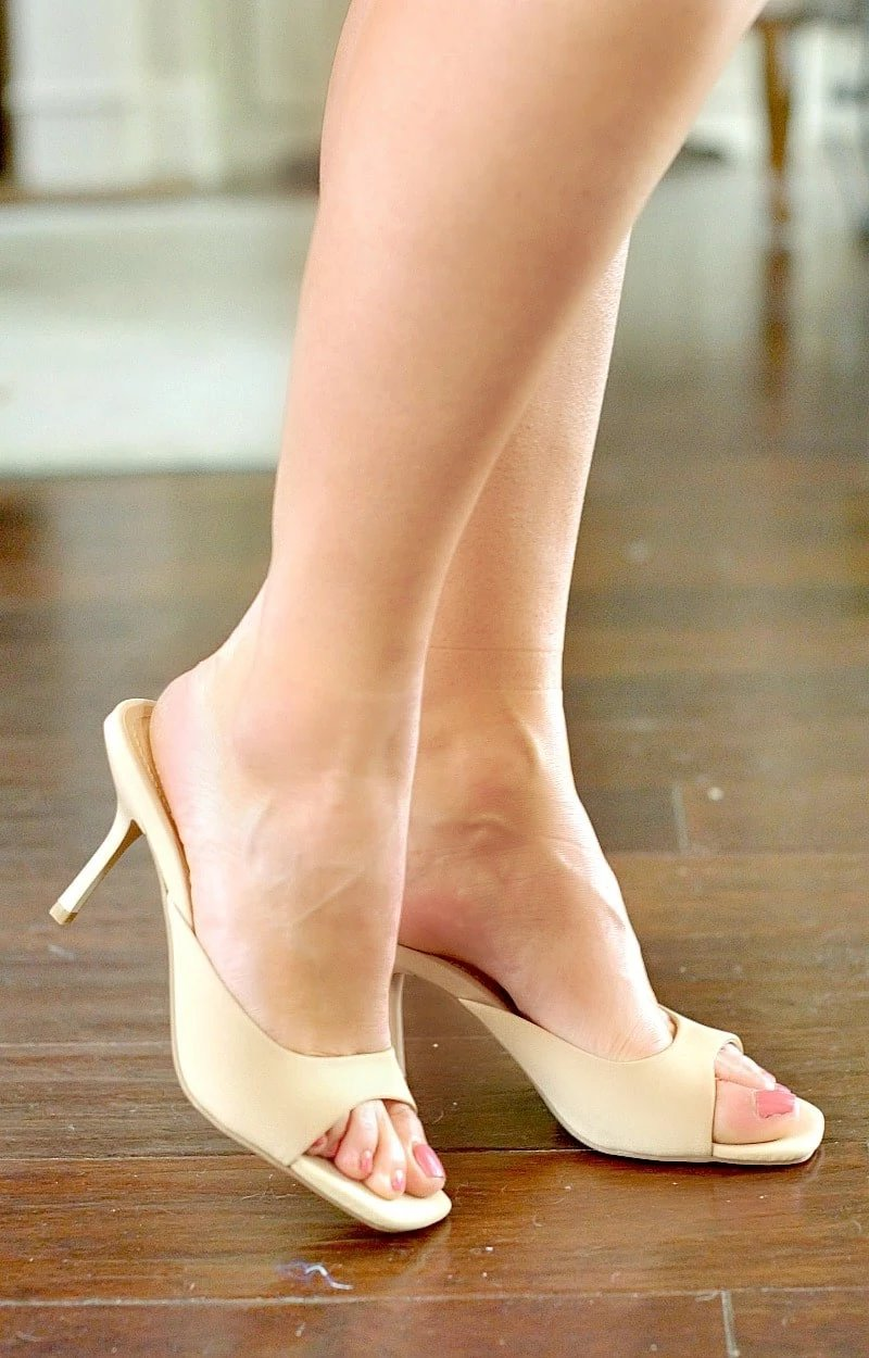Load image into Gallery viewer, Very Clever Heels - Nude