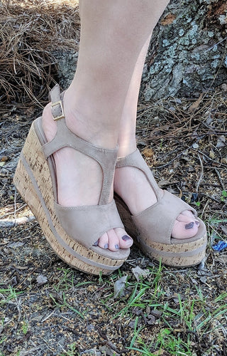 I Know A Place Wedges - Nude