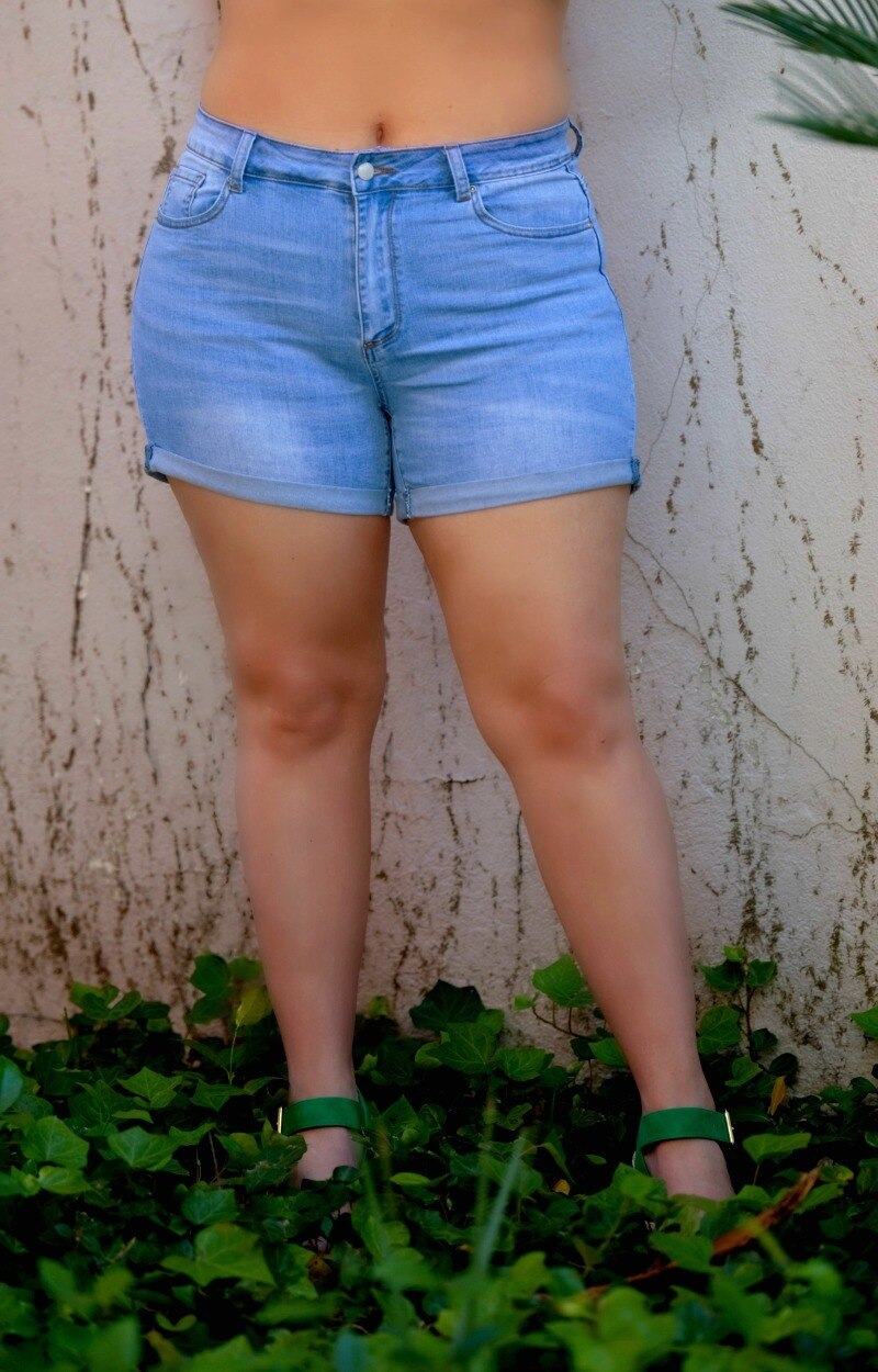 Load image into Gallery viewer, Everyday Look Denim Shorts - Light Wash