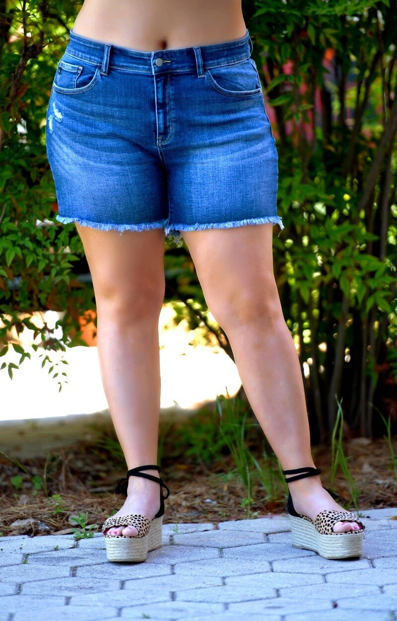 Load image into Gallery viewer, Pull Me In Denim Shorts - Medium Wash