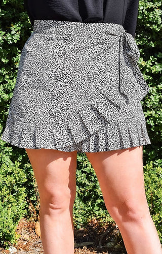 The Right Direction Print Skort - White/Black