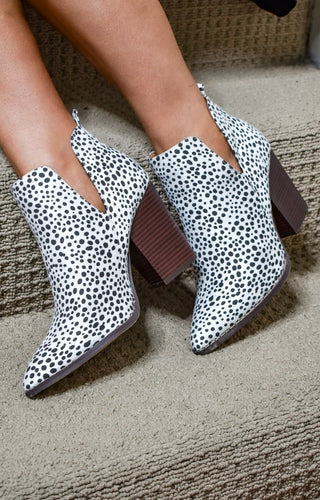 Bring The Heat Cheetah Print Booties - White/Black