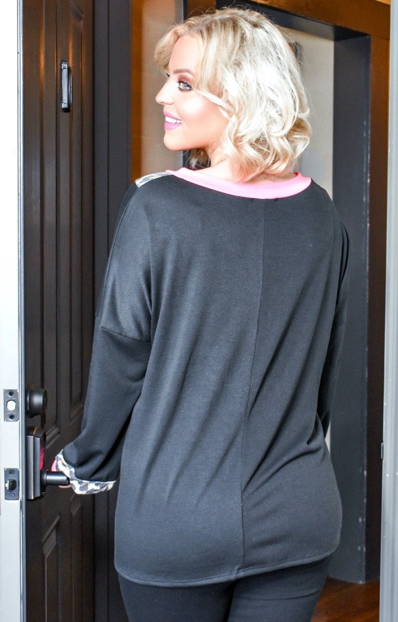 Load image into Gallery viewer, Go The Distance Pullover - Black