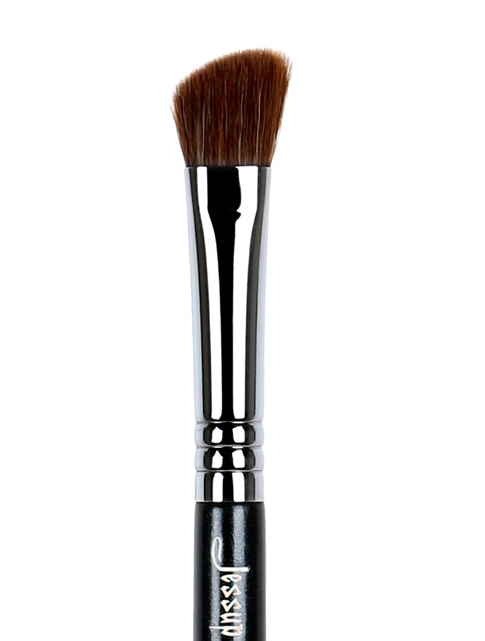 MEDIUM ANGLED SHADING BRUSH 275 - TheBeautyMark