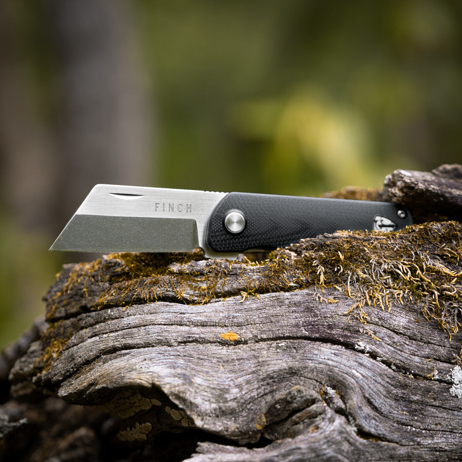 Runtly pocket knife outdoors