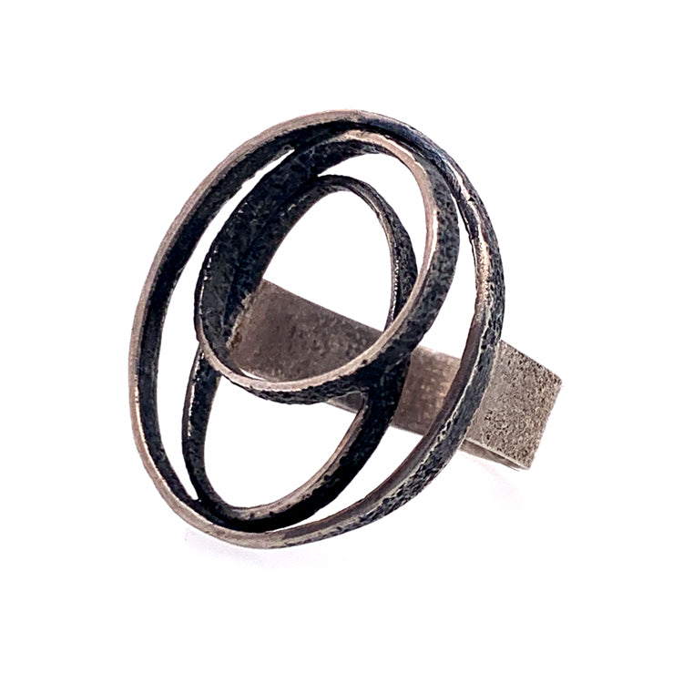 Ribbon Dance Ring