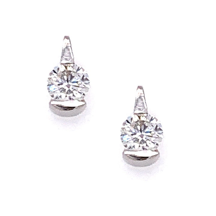 Brilliant round diamond stud earrings in white gold