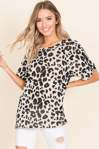 Leslie - Loose Fit Knit Animal Print Short Sleeve Soft Knit Top