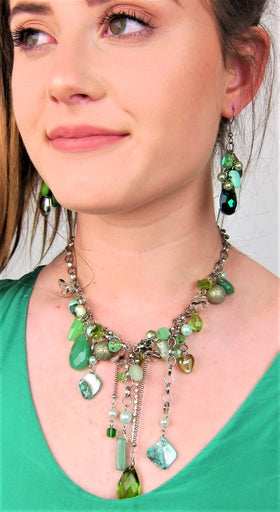 Beautiful Semi Precious Necklace With Chain Detail