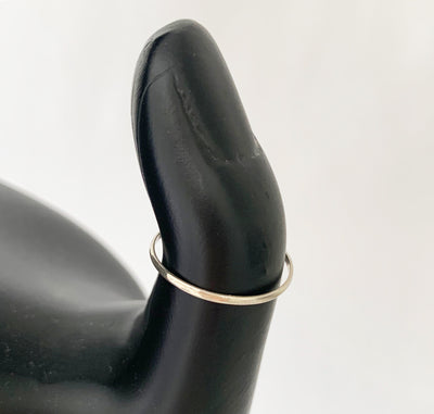 1mm Simple Sterling Toe Ring shown on a model to indicate width