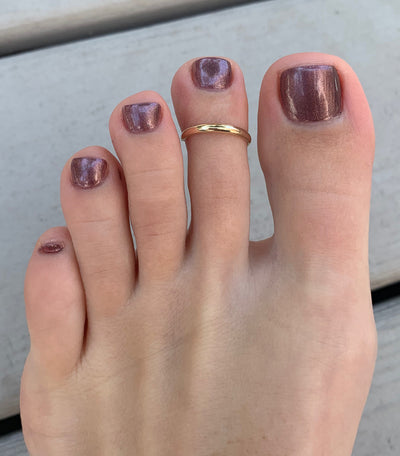 A 2mm Gold Fill Adjustable Toe Ring shown on an index toe