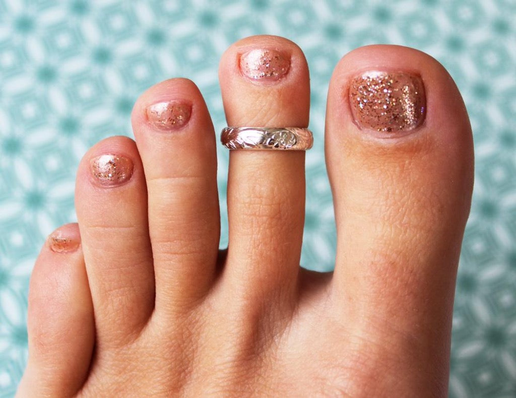 Garden Party Sterling Toe Ring on a foot