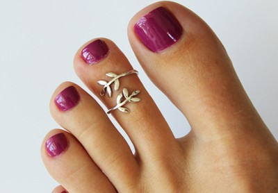 Leaf Wrap Sterling Adjustable Toe Ring displayed on a toe