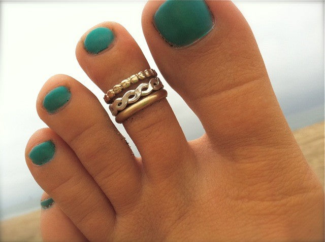 3mm Gold Fill Toe Ring shown in a stack together with bee bee and braid toe rings