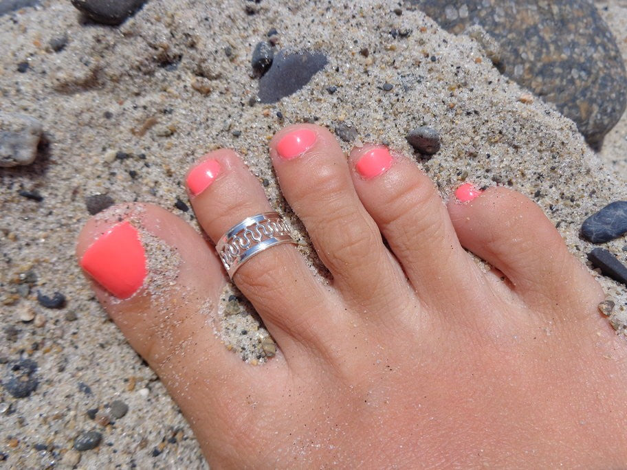 Royals Sterling Toe Ring shown on a foot in the sand