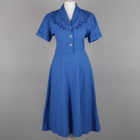 1950s embroidered vintage shirtwaister dress