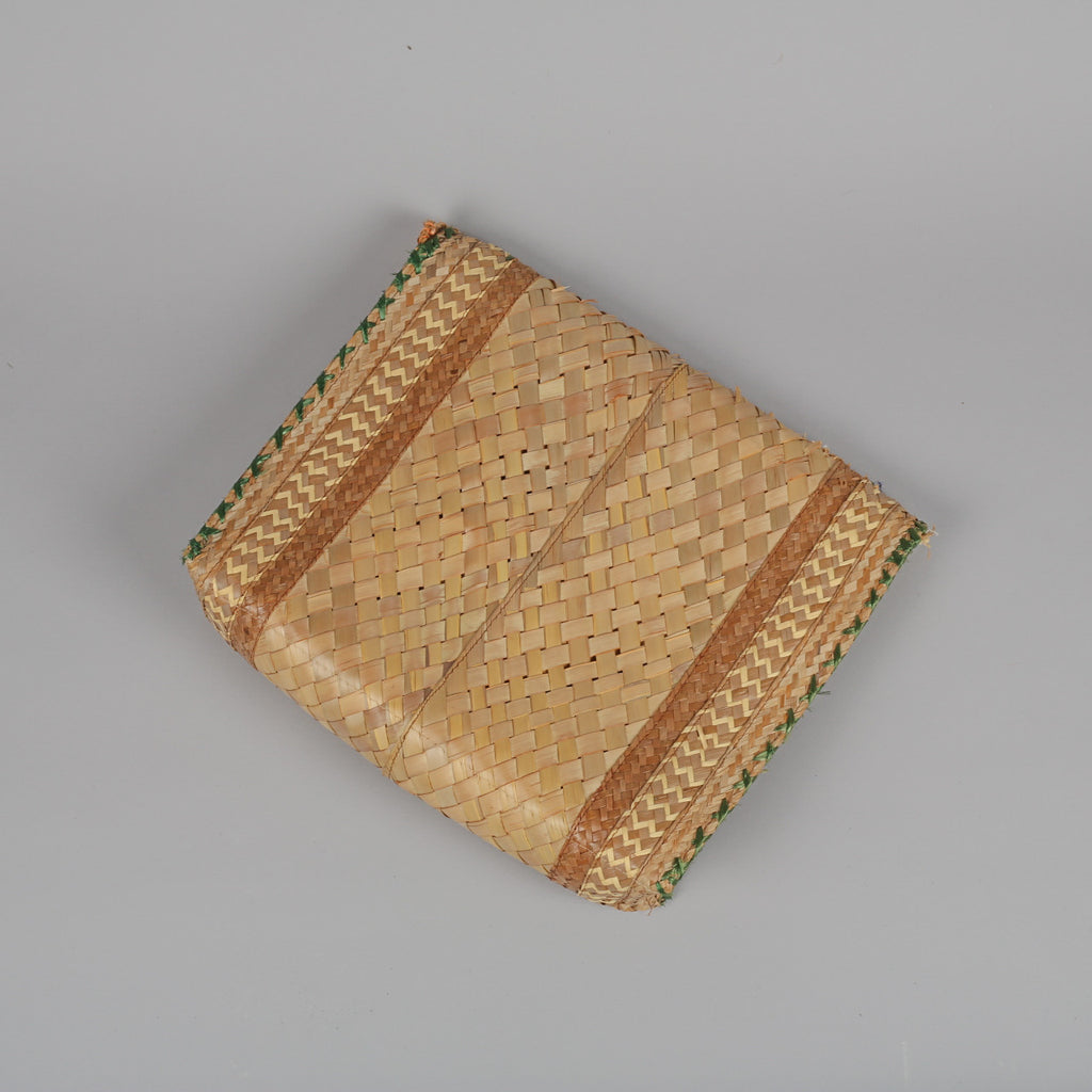 1950s woven straw vintage clutch bag