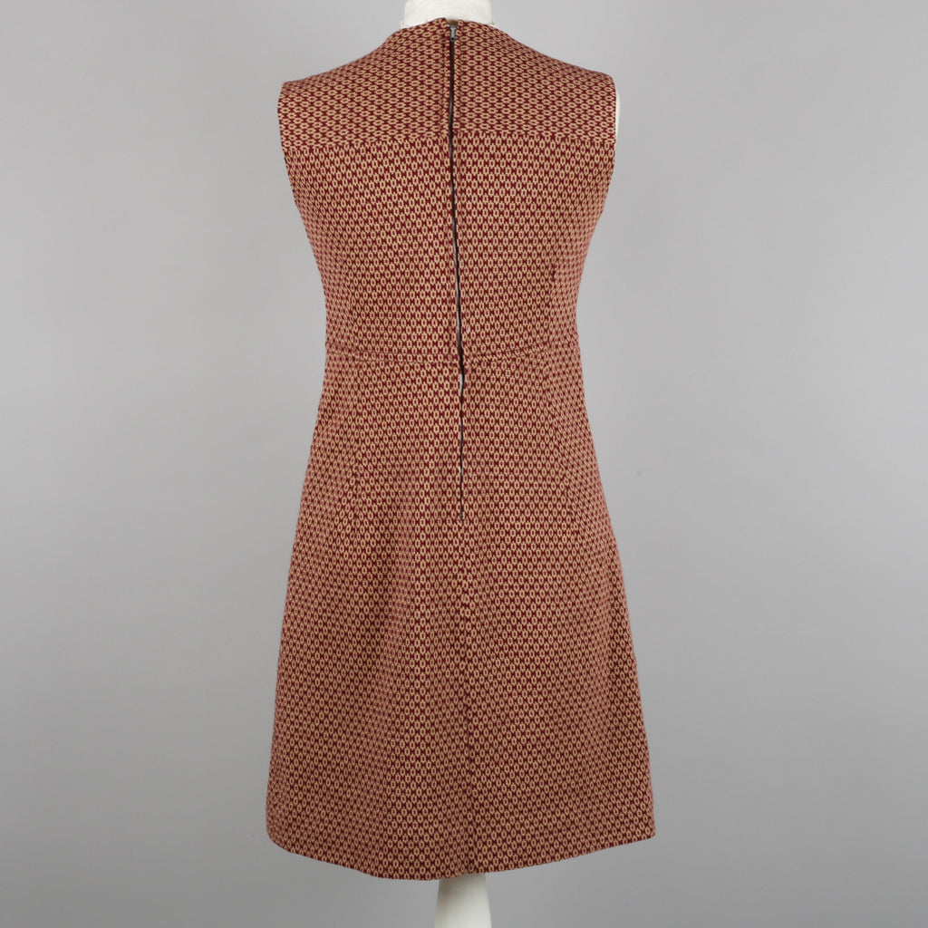 1970s sleeveless knitted shift dress