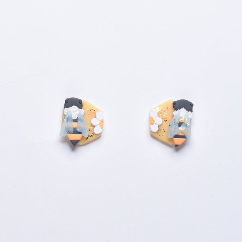 milki.sg HoneyBees Studs (Hex)