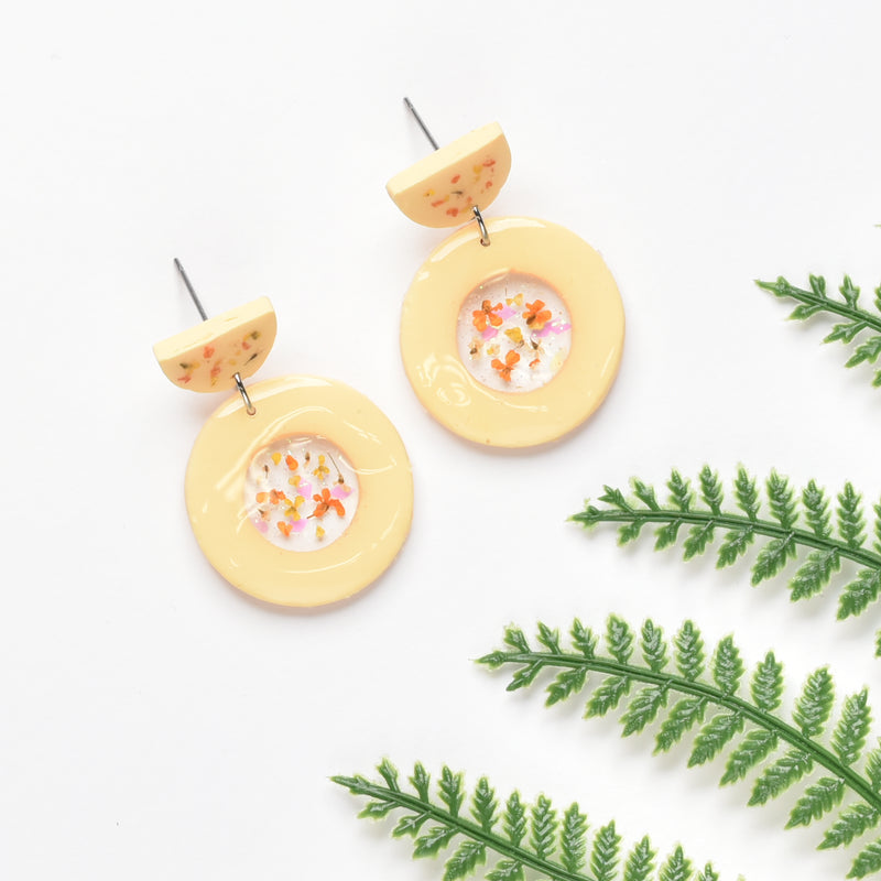 milki.sg Eternal Bloom Custard Dangles (Circle)