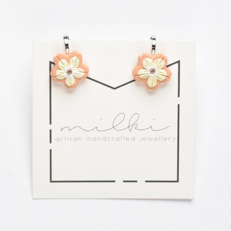 milki.sg Madeleine Orange Clip-on (Flower)