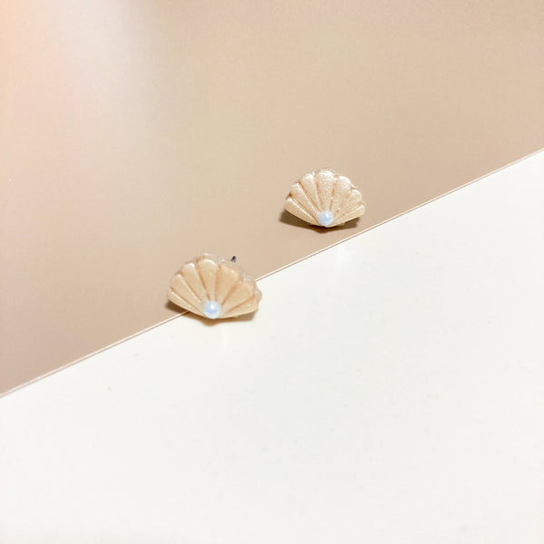 Shells & Pearls Studs (Nude)