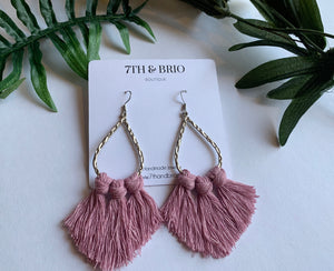 Silver Hammered Oval Macramé Earrings - Mauve
