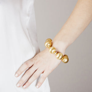 VIVIENNE STATEMENT BRACELET IN GOLD