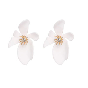 Evelyn Flower Earring in White