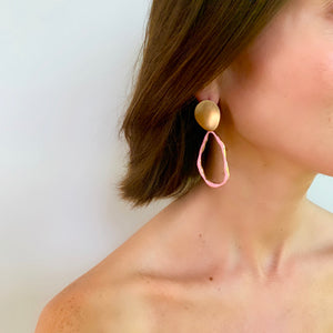 ZOE OVAL EARRING IN PINK